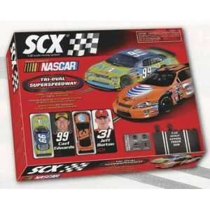 SCX   1/32 Tri Oval NASCAR Race Set, Analog (Slot Cars): Toys & Games