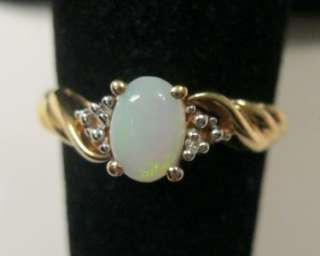 VINTAGE 10K YELLOW GOLD OPAL & DIAMOND RING SIZE 7