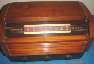 Antique RCA Victor Mahogany Walnut Case Radio Superheterodyne Model