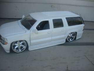 24 2000S CHEVY SUBURBAN WHITE ON DUBS BY JADA