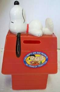 1966 Snoopy & Dog House Coin Bank Plastic Chex Mix VGUC