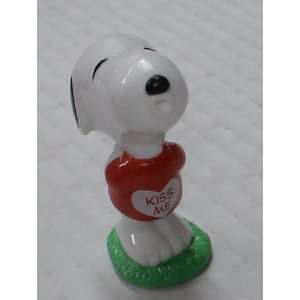 Peanuts Pvc Figure Kiss Me Snoopy: Toys & Games