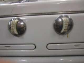 VINTAGE ROPER 4 Burner Gas Stove BAKE MASTER Good Condition NO